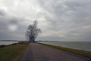 Kunstwerk 'Exposure' van Antony Gormley op de Houtribdijk bij Lelystad, 19 september 2010 (foto J.P. Einiö).